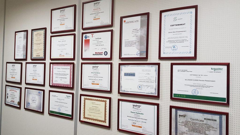 Сертификаты ведущих компаний, таких как Wonderware, Schneider Electric, Indusoft Web Studio, Siemens, Rockwell Automation, GE Fanuc Automation, Beckhoff, OSI Soft PI System, Genesis 64, Microsoft, TREI, БАЗИС